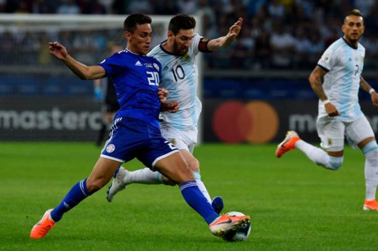 Bảng B Copa America 2019:  Argentina mai mắn thoát thua Paraguay
