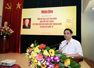 """Giới thiệu sách """"Tổng Bí thư, Chủ tịch nước Nguyễn Phú Trọng với tình cảm của nhân dân trong nước và bạn bè quốc tế"""""""