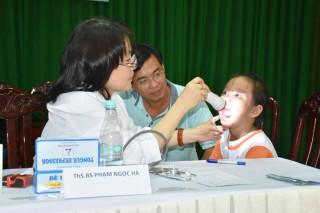350 trẻ em con của cán bộ, chiến sĩ Công an được khám bệnh miễn phí