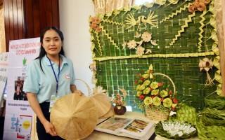 Đa dạng sản phẩm trang trí từ lá dừa