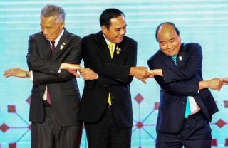 Thủ tướng Nguyễn Xuân Phúc kết thúc tốt đẹp chuyến tham dự Hội nghị Cấp cao ASEAN lần thứ 34