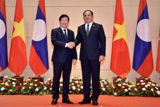 Phó thủ tướng Trịnh Đình Dũng thăm, làm việc tại Lào