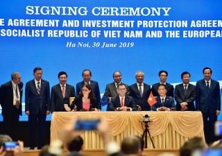 Thủ tướng Nguyễn Xuân Phúc chứng kiến lễ ký EVFTA và IPA