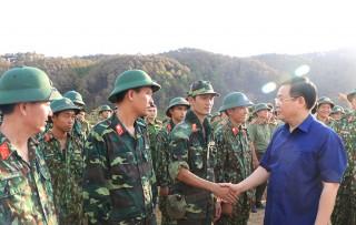 Phó thủ tướng Vương Đình Huệ thị sát, chỉ đạo chữa cháy rừng Hà Tĩnh