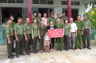 Hỗ trợ cho gia đình hai Công an xã thương vong khi làm nhiệm vụ