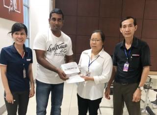 Alliance One trao tiền hỗ trợ cho công nhân lao động