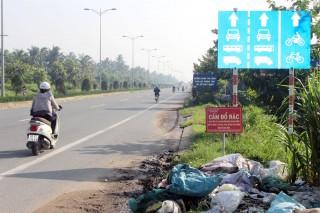 """Sớm giải quyết bãi rác """"tự phát"""" trên lề đường"""