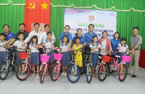 Tuyên truyền Luật Biển Việt Nam cho người dân xã Đại Hòa Lộc