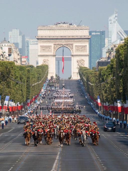 Pháp duyệt binh mừng Quốc khánh với khẩu hiệu ủng hộ châu Âu