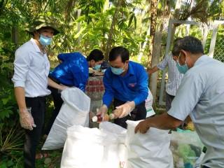 Nông dân xã An Hiệp ra quân thu gom bao bì thuốc bảo vệ thực vật