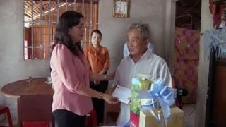 Lãnh đạo tỉnh thăm gia đình chính sách tại huyện Mỏ Cày Bắc