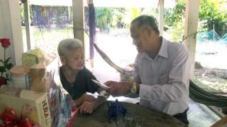 Chủ nhiệm Ủy ban Kiểm tra Tỉnh ủy Trần Thanh Vũ thăm gia đình chính sách huyện Chợ Lách