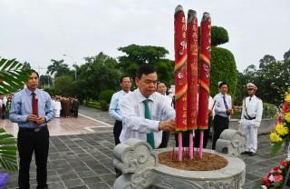 Viếng nghĩa trang liệt sĩ tỉnh nhân kỷ niệm 72 năm Ngày Thương binh, liệt sĩ 27-7