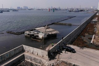 Indonesia nghiên cứu xây tường phong tỏa Jakarta để chặn nước biển