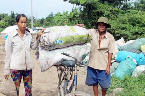 Vợ chồng nghèo sống bằng nghề lượm ve chai