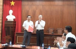 Công bố quyết định phê chuẩn kết quả bầu chức vụ Chủ tịch UBND TP. Bến Tre đối với ông Bùi Minh Tuấn