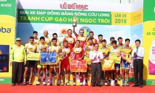 Giải xe đạp ĐBSCL: Tay đua ngoại giành cú đúp, VUS TP.HCM vô địch đồng đội