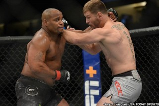 Giải UFC:  Stipe Miocic thắng Daniel Cormier bằng đòn knock-out