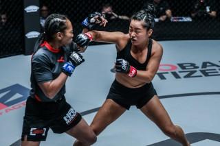 Nữ võ sĩ MMA gốc Việt Bi Nguyễn tạo ấn tượng đặc biệt