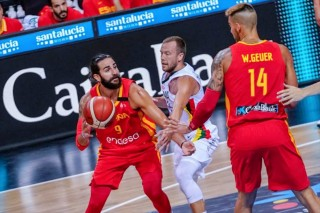 Tây Ban Nha thắng tưng bừng trước Dominican Republic
