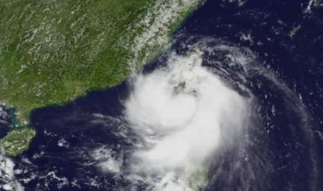 Bão Bailu đổ bộ Đài Loan, hàng chục nghìn hộ gia đình mất điện