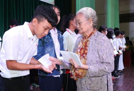 Trao Quỹ học bỗng nhân thiện năm học 2019-2020