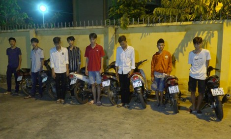Bắt nhóm đua xe từ 15-20 tuổi