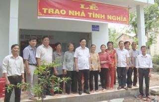 Bàn giao nhà tình nghĩa, tình thương tại huyện Ba Tri