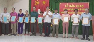Bàn giao 30 căn nhà tình thương cho hộ nghèo huyện Ba Tri