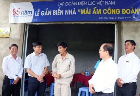 """Công đoàn Điện lực Việt Nam tặng 2 nhà """"Mái ấm Công đoàn"""""""