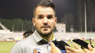 HLV Simon McMenemy nguy cơ bị sa thải trước trận đấu với đội tuyển Việt Nam