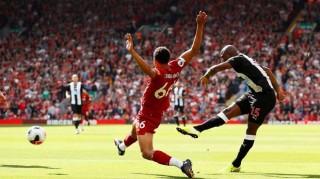 Ngược dòng hạ Newcastle, Liverpool xây chắc ngôi đầu bảng