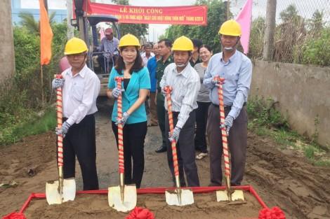 Bình Thắng khởi công đường bê-tông trên 3,3 tỷ đồng