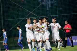 Tuyển Việt Nam trở lại ngôi đầu bảng H