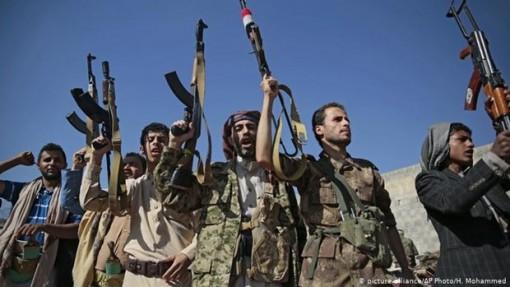 Houthi bắn tên lửa từ khu vực dân sự, vi phạm luật pháp quốc tế