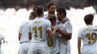 Real Madrid đánh bại Granada 4-2