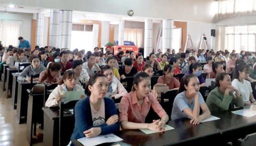 Tuyên truyền, phổ biến, giáo dục pháp luật cho công nhân lao động