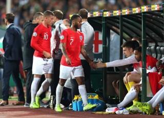 Tuyển Anh vùi dập hoa hồng 6-0