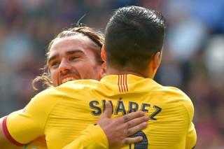 Barcelona vươn lên đầu bảng