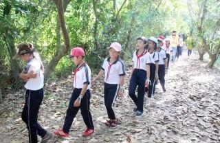 Tham quan, học tập, trải nghiệm thực tế bảo vệ rừng, bảo vệ nguồn nước tại Ba Tri