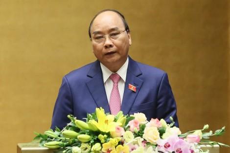 Thủ tướng Nguyễn Xuân Phúc trình bày báo cáo trước Quốc hội