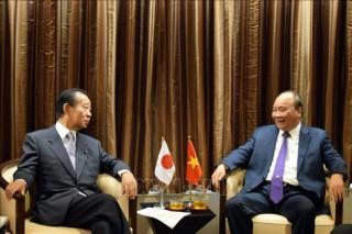 Thủ tướng tiếp Tổng Thư ký LDP và gặp đại diện cộng đồng trí thức Việt Nam tại Nhật Bản