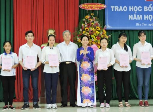 Trao 99 suất học bổng Võ Văn Khánh