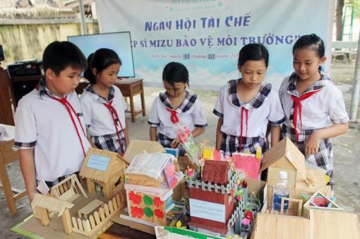 """Ngày hội tái chế """"Hiệp sĩ Mizu bảo vệ môi trường"""" tại Ba Tri"""