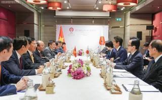 Thủ tướng Nguyễn Xuân Phúc gặp Thủ tướng Nhật Bản