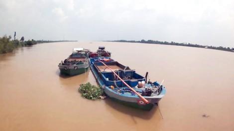 Bắt 14 tàu khai thác cát trái phép