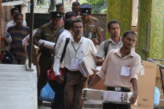 Ít nhất 50 quan chức Sri Lanka ngộ độc thực phẩm trước ngày bầu cử tổng thống