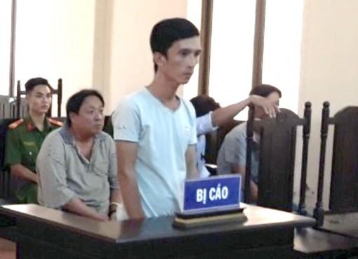 Bị phạt 6 tháng tù về tội đánh bạc, bỏ trốn