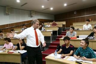 Phê duyệt Chương trình quốc gia học tập ngoại ngữ cho CBCCVC
