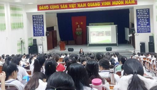 Gần 400 nữ sinh được chia sẻ kiến thức về sức khỏe sinh sản